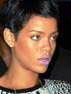 Рианна вводит моду на золотые зубы?