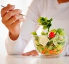 17 лет у женщины  уходит на диеты
