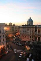 Туристам в Риме запретили есть и пить на улице