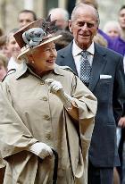 Королева Елизавета празднует сапфировую свадьбу