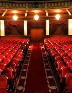 Как часто москвичи ходят в театры и музеи?