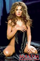 Певица Анна Седокова часто обнажается. Зачем?