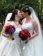 Во Франции одобрили закон об однополых браках