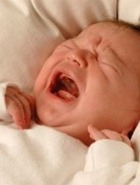Причина расставания трети пар – ночной плач малыша