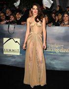 Кристен Стюарт назвали самой хорошо одевающейся женщиной 2013 года