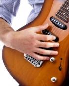 Парни с гитарой вызывают интерес у женщин
