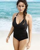 H&M позвал для демонстрации купальников объёмную модель