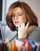 Принятие решения зависит от того, каким ухом вы слышите во время телефонных разговоров