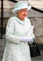 У королевской сумочки двойное назначение