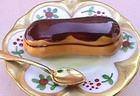 Эклер с шоколадной глазурью