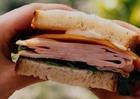 Горячий бутерброд с мясом цыпленка