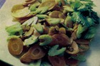 Салат из сельдерея, яблок и орехов