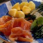 Семга с фасолью и лимонным соусом