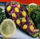 Салат из авокадо, краснокочанной капусты, сельдерея и огурцов