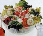 Салат весенний с луковым соусом
