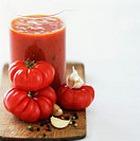 Соус из побегов чеснока с томатами
