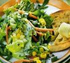 Зеленый салат под соусом
