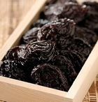 Салат из чернослива с орехами