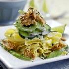 Салат из рыбных консервов с лазаньей