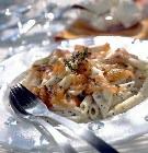 Салат из макарон с лососем и лимоном