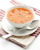 Суп томатно-огуречный с чесночными гренками