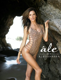 Алессандра Амбросио представила коллекцию купальников