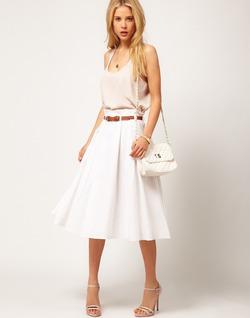 C чем носить белую юбку?