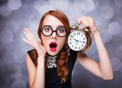 Какая связь между желанием рано выйти замуж и тиканьем часов?
