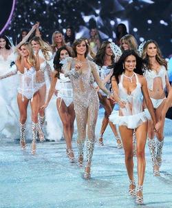 Стала известна стоимость билетов на показ Victoria's Secret