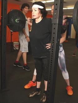 92-летняя мама Сильвестра Сталлоне занялась тяжелой атлетикой