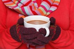 Вкус кофе зависит от цвета чашки