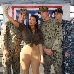 Ким Кардашьян поехала приободрить американских военных