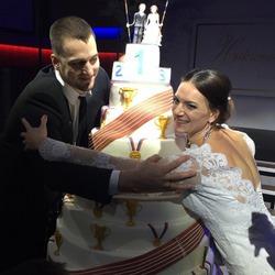 Елена Исинбаева сыграла свадьбу