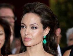 Джоли наняла людей, чтобы следить за детьми онлайн