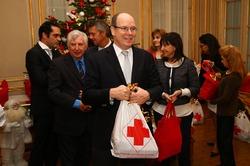 Князь Монако посетил монегасское отделение Красного Креста