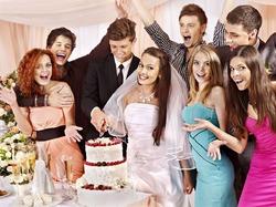 Чем больше гостей на свадьбе, тем счастливее брак