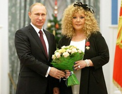 Владимир Путин лично подчеркнул заслуги Аллы Пугачёвой