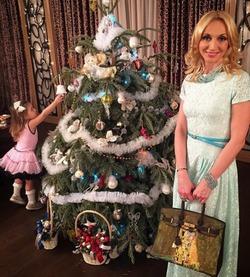 Кристина Орбакайте показала, что купила маме на Новый год