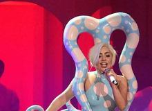 Один из экстравагантных нарядов Леди Гага фото