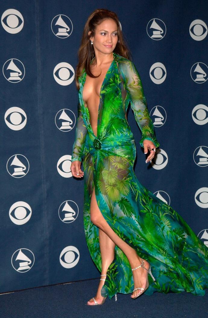 Откровенное платье Дженнифер Лопес от VERSACE фото