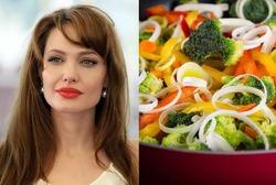 Анджелина Джоли хочет научиться стряпать