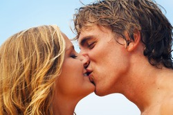 Доказано, что поцелуй - лекарство
