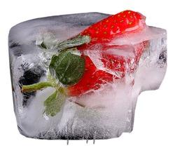 Лед с фруктами, травами. Фруктовое мороженое