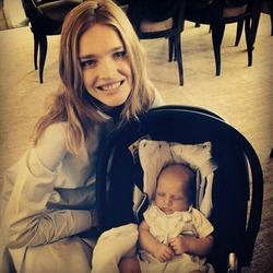 Наталья Водянова впервые показала младшего сына