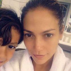 Дженнифер Лопес выложила фото без макияжа