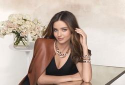 Миранда Керр представила новый продукт компании Swarovski