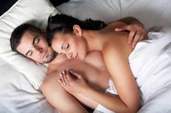 Счастливые в браке супруги спят одинаково