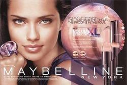 У  Maybelline снова лицо модели Адрианы Лимы
