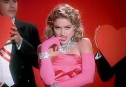 Мадонна продаст 140 личных вещей