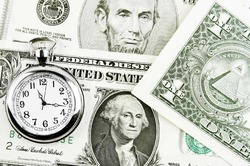 Россияне скупают доллары и евро
